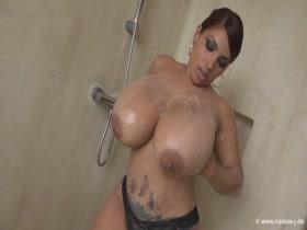 Big tits twerking in the shower